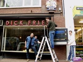Film aalten weghalen exterieur van de winkel van dick fries for Exterieur winkel